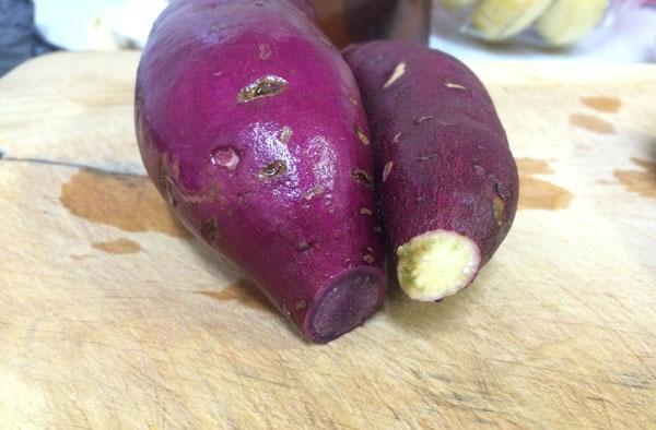 サツマイモの端は切らずに焼くべきか